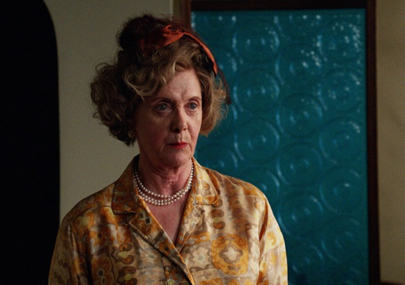 MadMen607_23-20_Petes-mother-Dot